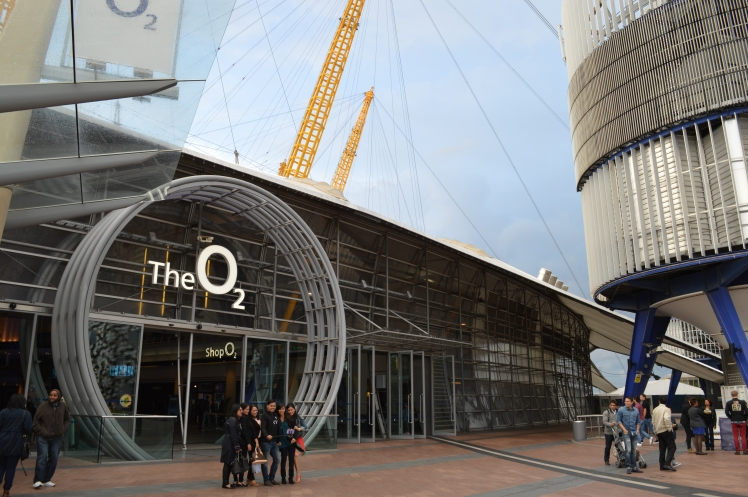 Pagando un biglietto di ben 33£ è possibile scalare l'O2.