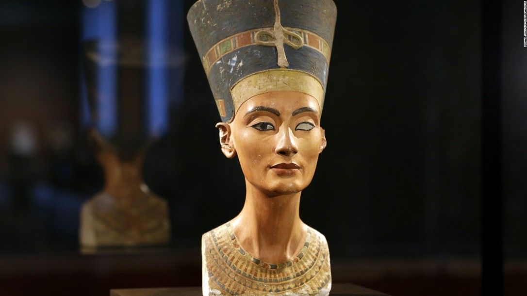 150811151840-nefertiti-bust-full-169
