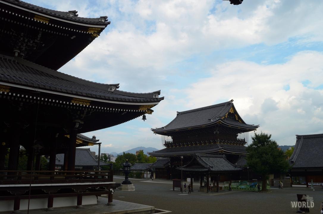 temple-higashi