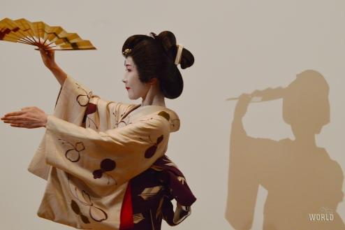 geisha-dancing