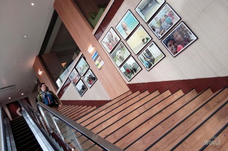 L'ingresso dell'ostello, con tanto di scale mobili per aiutare i viaggiatori con le valigie più pesanti (tipo me!)