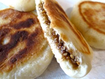 Foto dimostrativa del ripieno di cannella e zucchero