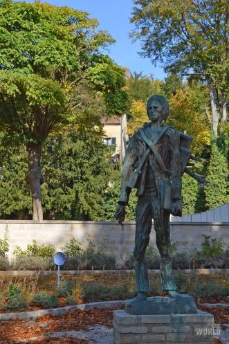 Auvers Sur Oise Statue